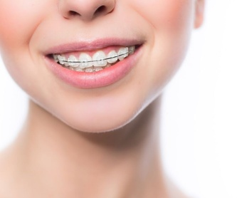 Odontología general: Especialidades de Clínica Dental Larumbe y Jiménez
