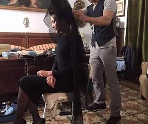 Manuel Cecilio trabajando el estilismo de Nieves Alvarez