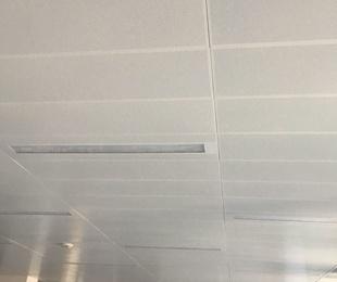 Instalación de techo por placas