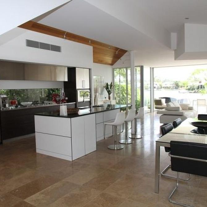 Descubre las ventajas de unir en un mismo espacio cocina y salón