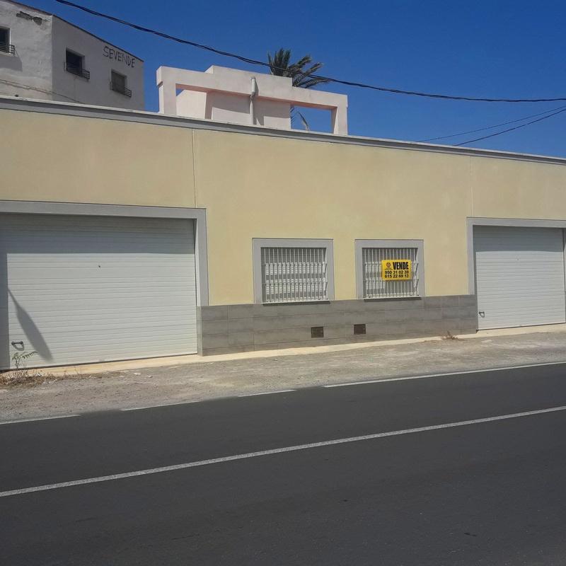 LOCAL EN BENAHADUX: Servicios de Asesoría Castillo y Moreno