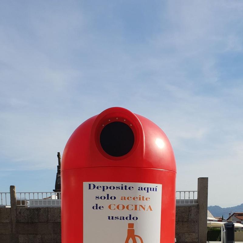 Bidón de reciclaje de aceite  en la calle en Madrid