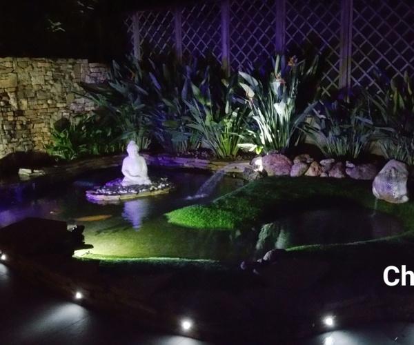 Estanque vista nocturna, proyecto realizado por Ches Pa, en jardín particular en Valencia.