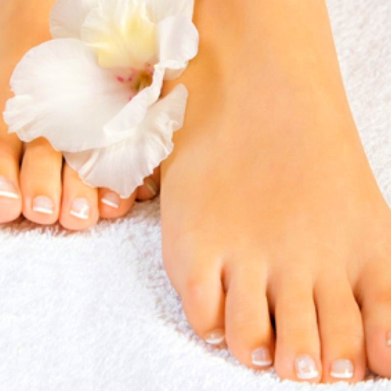 Pedicura completa: Tratamientos y Productos  de Chic Beauty Center