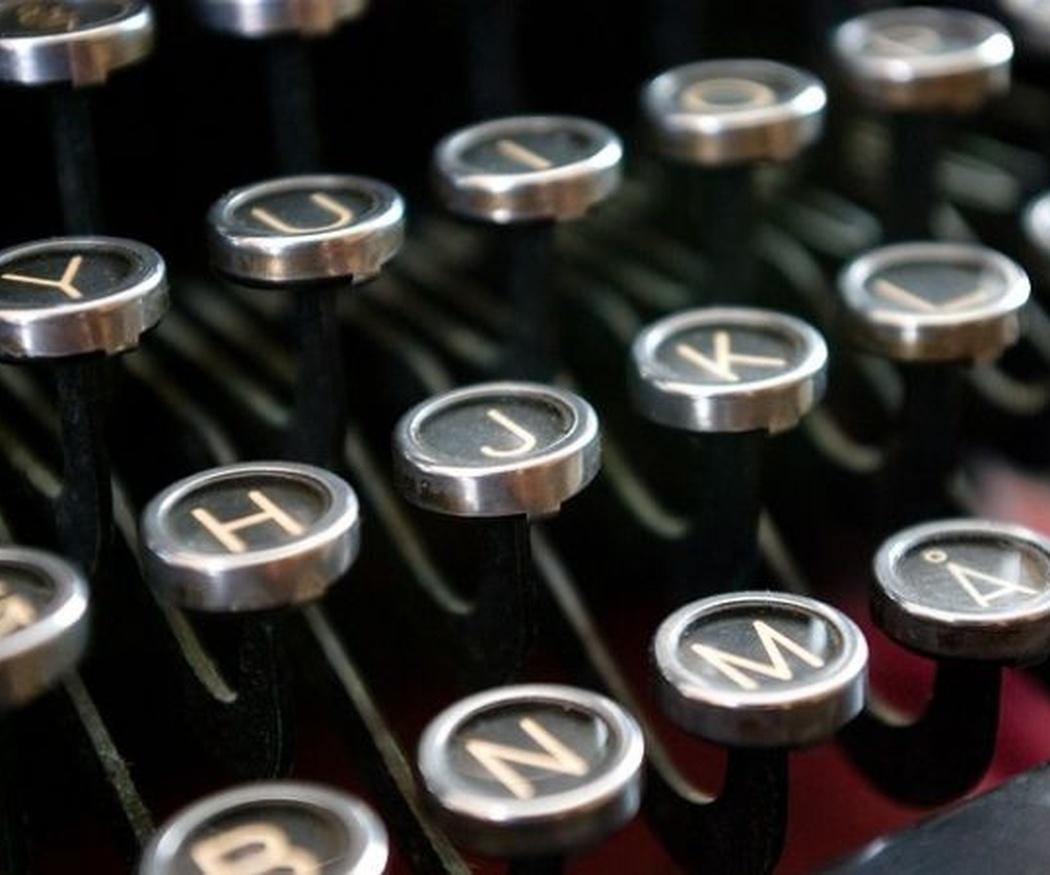 Partes de una máquina de escribir antigua