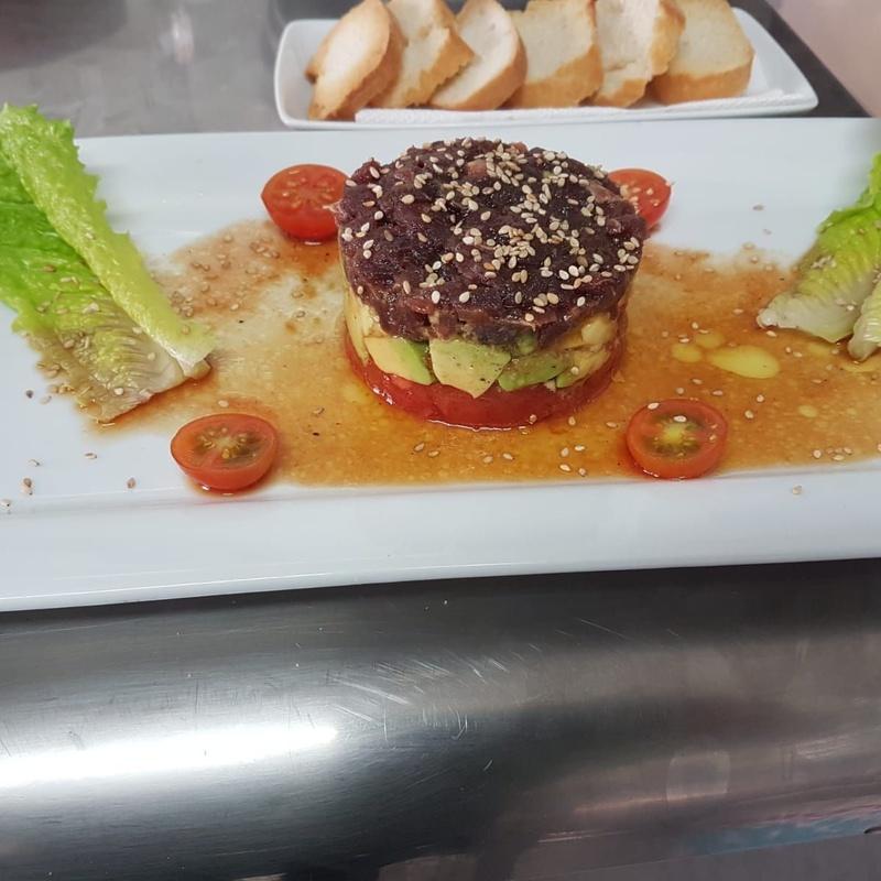 Tarta de atún rojo: Nuestras especialidades de Restaurante Lago Verde