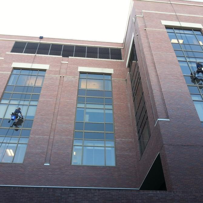 ¿Cómo se limpia la fachada de un edificio?