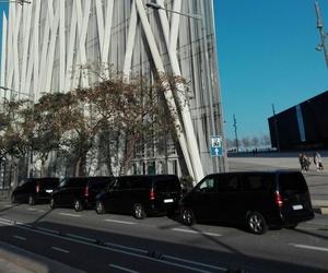 Servicio de alquiler de minivans para viajes en grupo