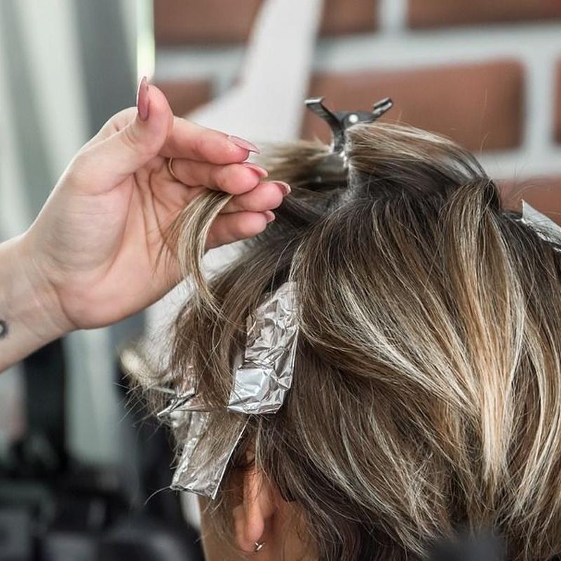 Mechas plata dos colores y lavado: Servicios y tratamientos de Ameli Style Salón de Belleza
