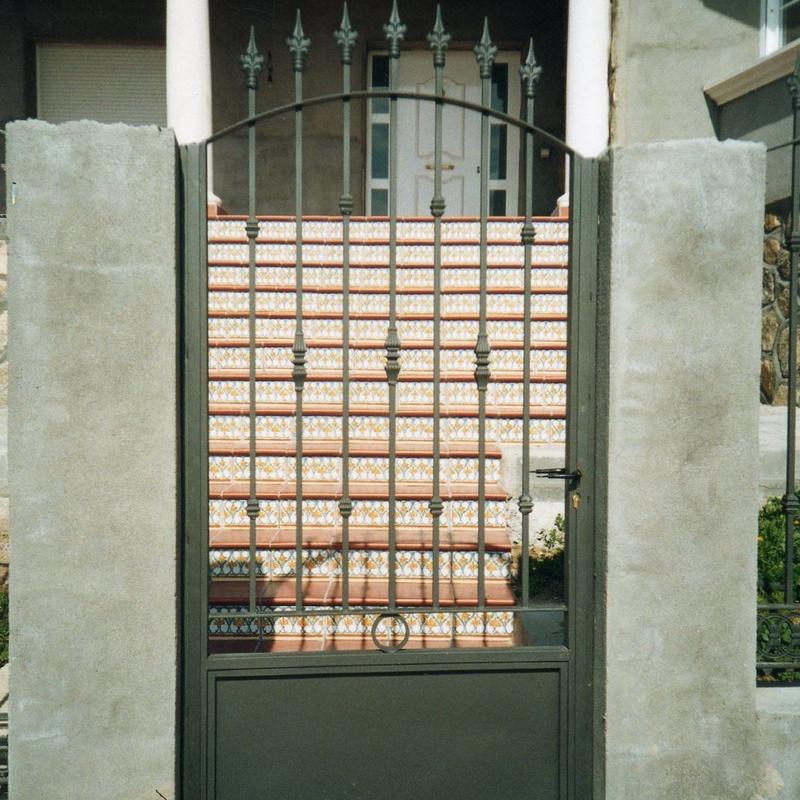 Puerta peatonal en forja