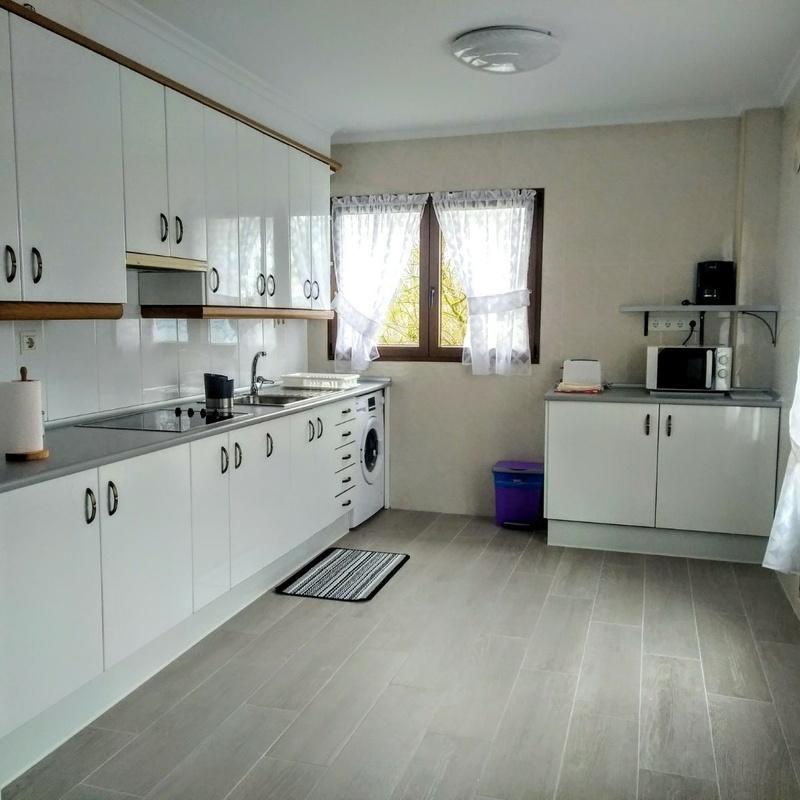 Cocina y sala para las 5 habitaciones: Nuestra Casa de Casa Rural Begoña