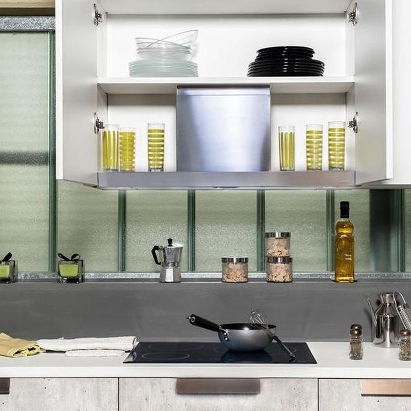 Cocina Delta modelo Natura -  Detalle del extractor integrado en el mueble.