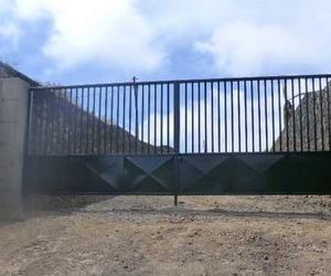 Galería de Carpintería de aluminio, metálica y PVC en Los Llanos | Taller Agrícola Yepabely
