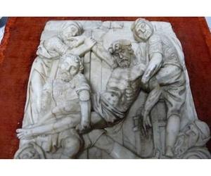Restauración de tallas sobre mármol en Oviedo