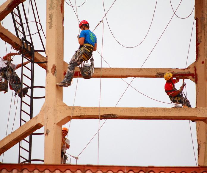 Trabajos verticales en Torrelavega. Mantenimiento de estructura de hormigón