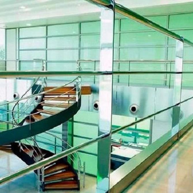 ¿Cómo se deben limpiar las escaleras?