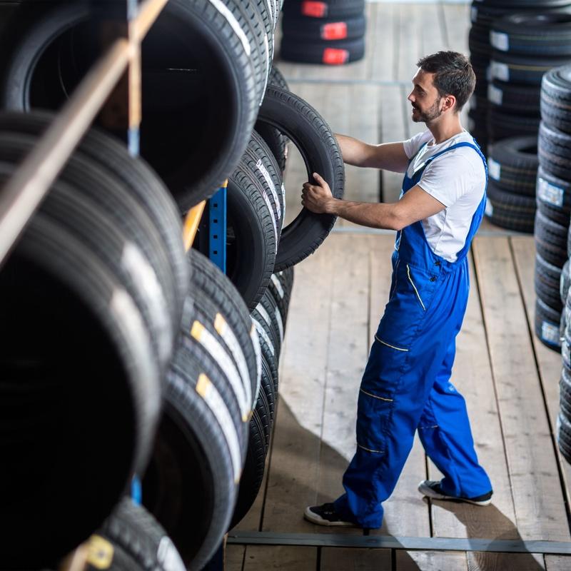 Revisión y sustitución de neumáticos desgastados