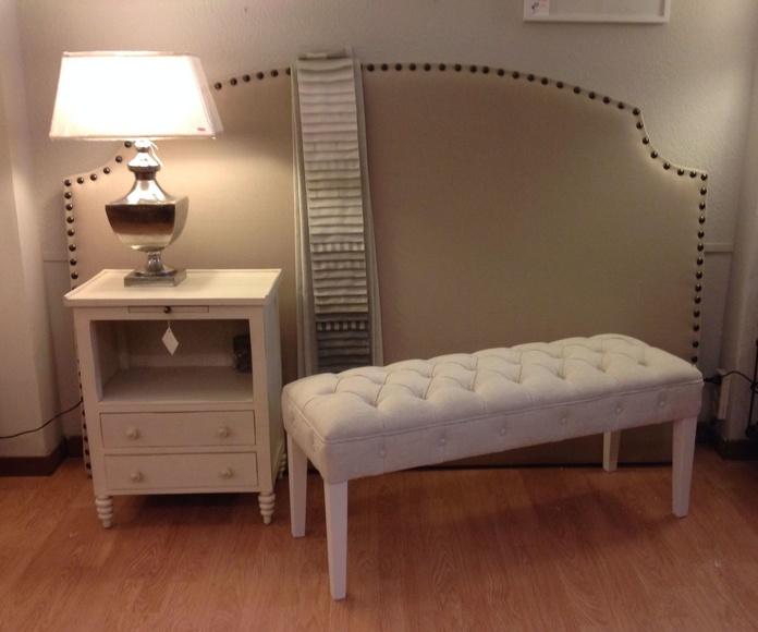 Cabecero tapizado con tachuelas y tela de lino : Catálogo de Ste Odile Decoración