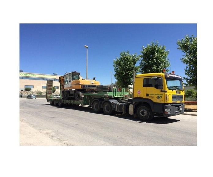 Transportes especiales de materiales: Servicios de Antonio Jiménez González