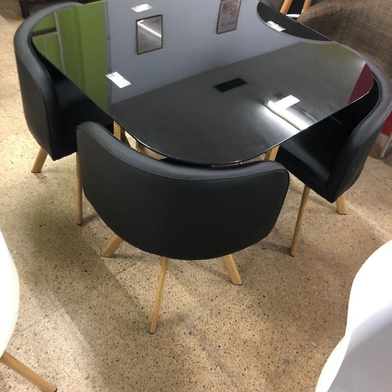 Mesa de cristal cuadrada con esquinas redondeadas y 4 sillas: Productos de Remar Castellón