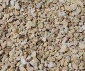 Piedra natural triturada, decorativa y de color amarillo macael.