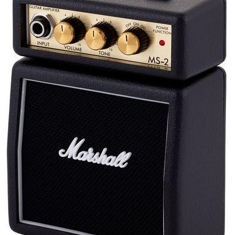 Mini amplificador Marshall a pilas se puede colgar del cinturon