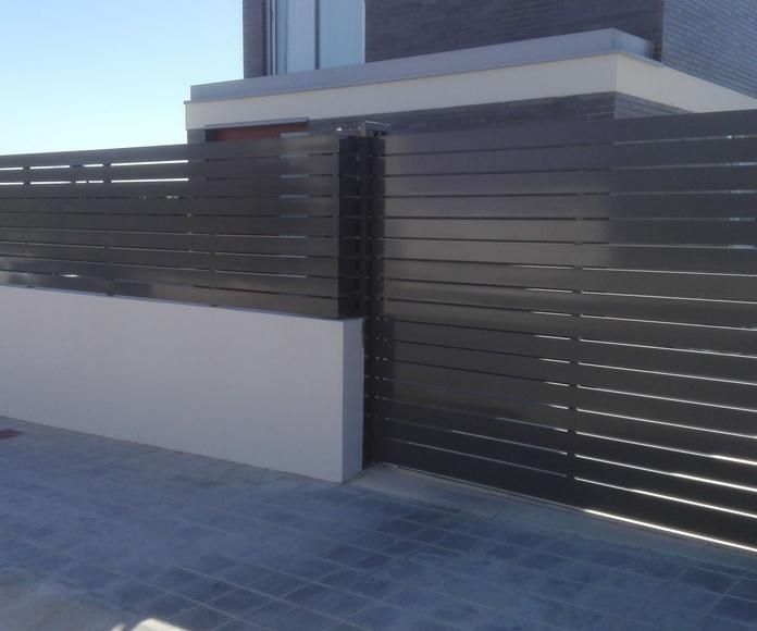 Puerta corredera y valla de Alumino gris FAREM AGMA