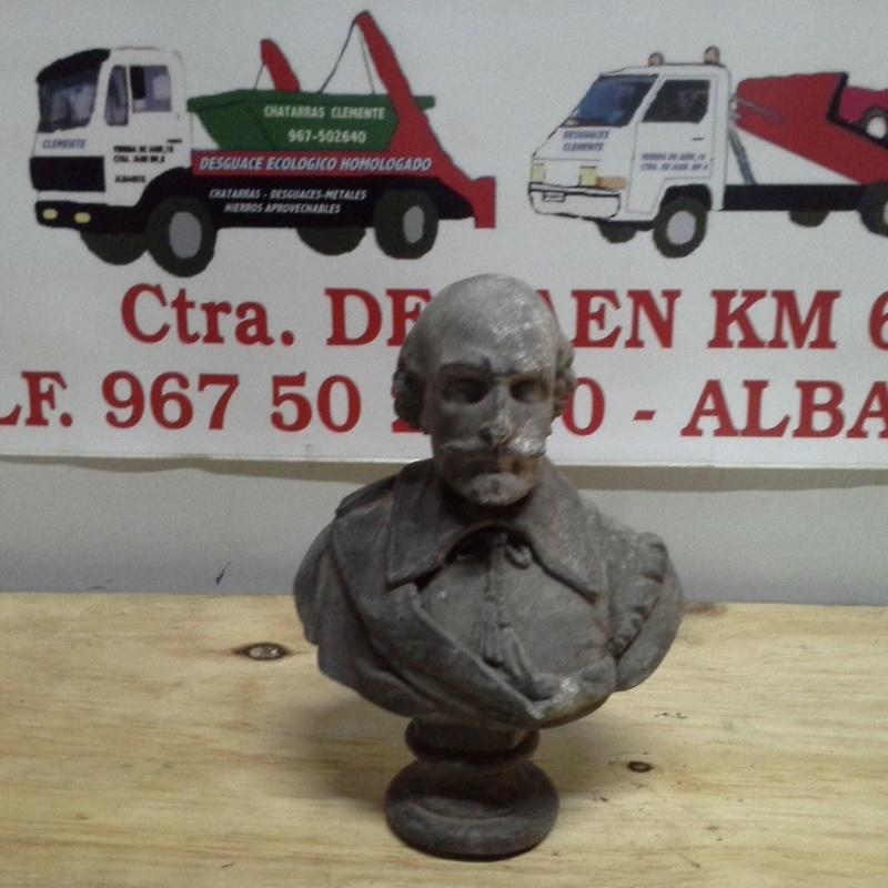 Busto antiguo en Chatarras Clemente de Albacete