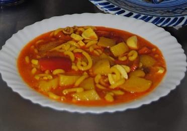 1 Guiso de Sepia con Patatas y Aletria.