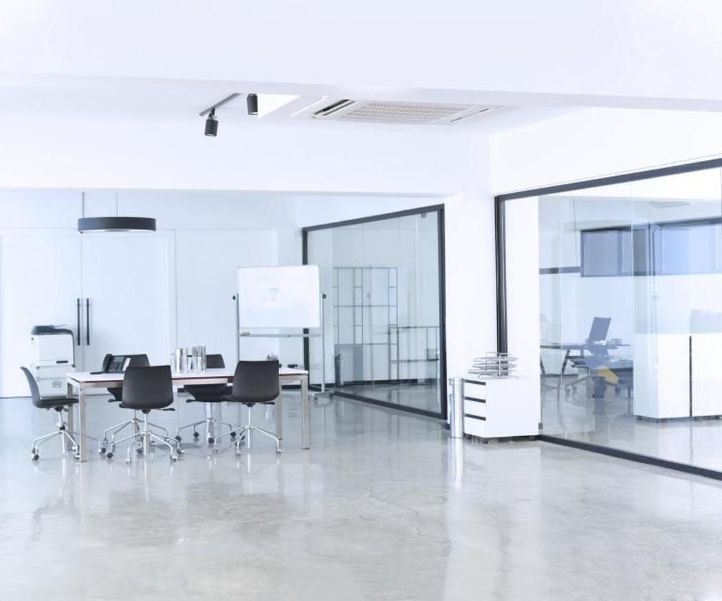 Métodos muy sencillos para limpiar las mamparas de una oficina