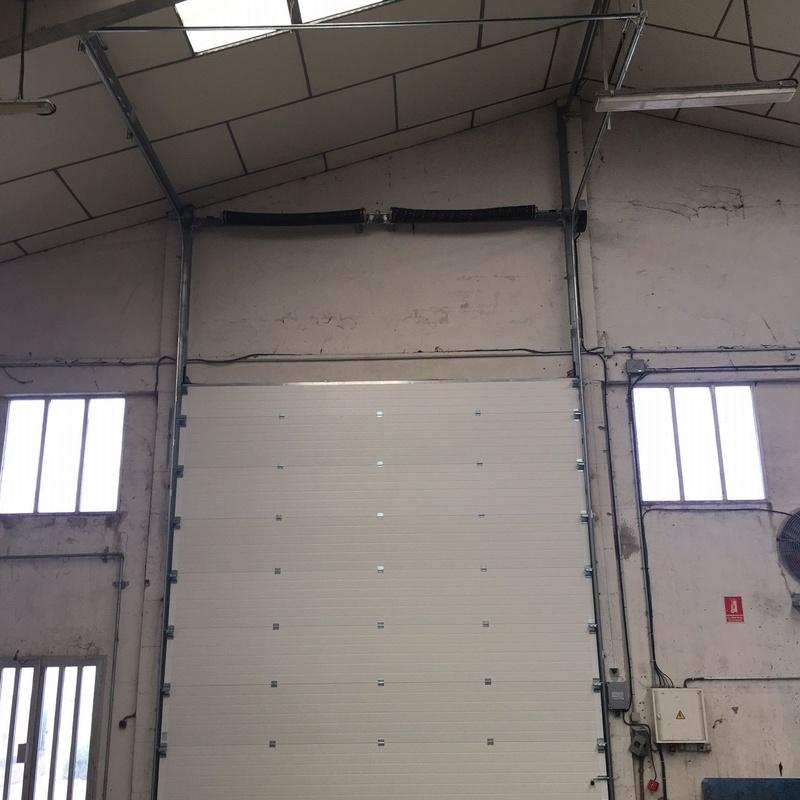 Puerta seccional industrial interior