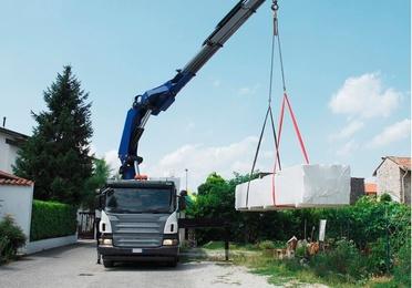 Trabajos con camión Grúa, excavadoras, maquinas de chorreo....