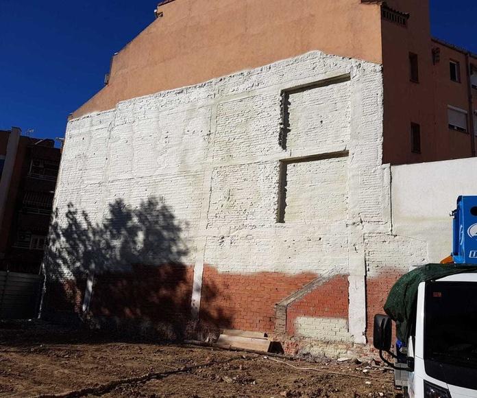 Proyección de poliuretano en pared medianera..., en Madrid centro.