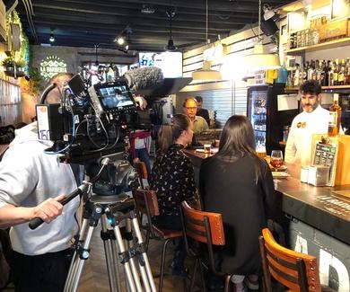 Visita de TVE a LA BARBERÍA para reportaje sobre Baeza