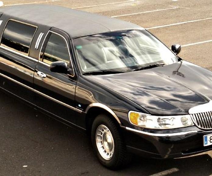 Linconls Limousine Town Car: Nuestros vehículos de HM LUXURY TRANSPORT