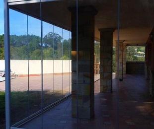 Instalación de cortinas de cristal sin perfiles verticales