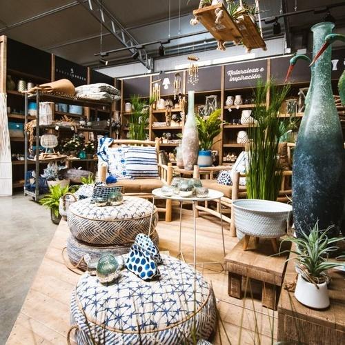 Tienda con accesorios de jardinería en Ibiza