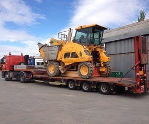 Tráiler con góndola adaptable para transporte de maquinaria en Alcorcón