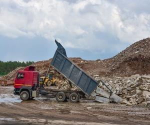 ¿Dónde van los contenedores de escombros?