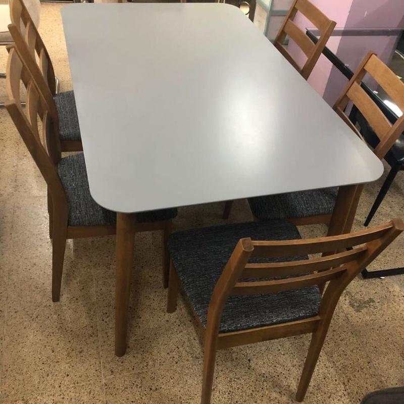 Mesa y 6 sillas de madera: Productos de Remar Castellón