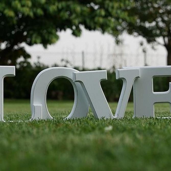 Personaliza tu boda con iniciales en poliespán