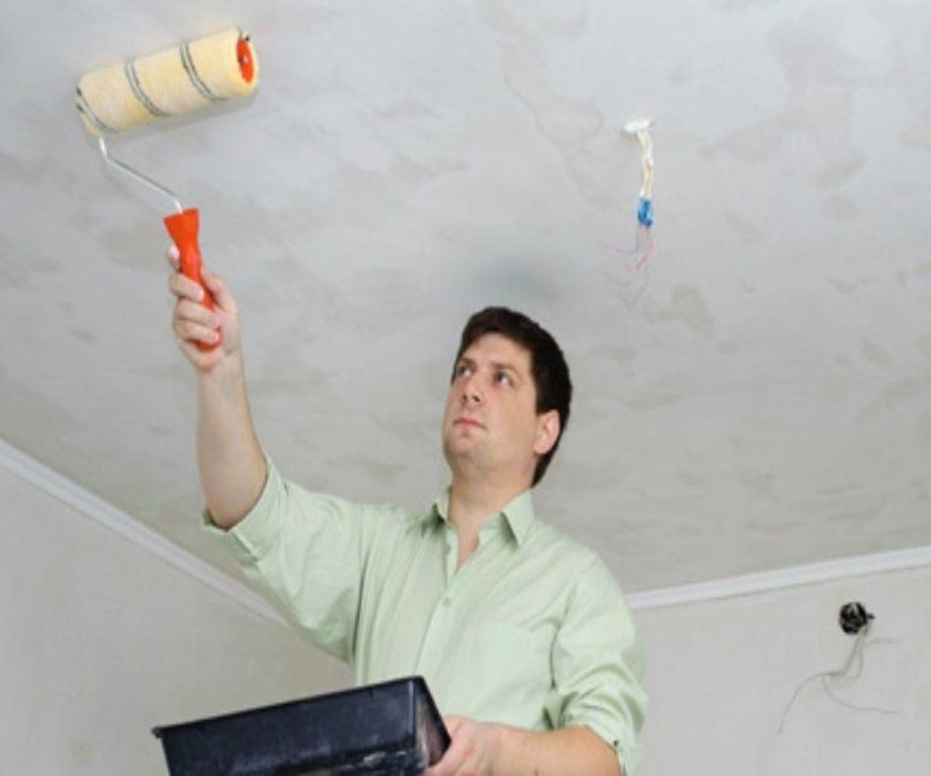 Preparando la habitación para pintar el techo