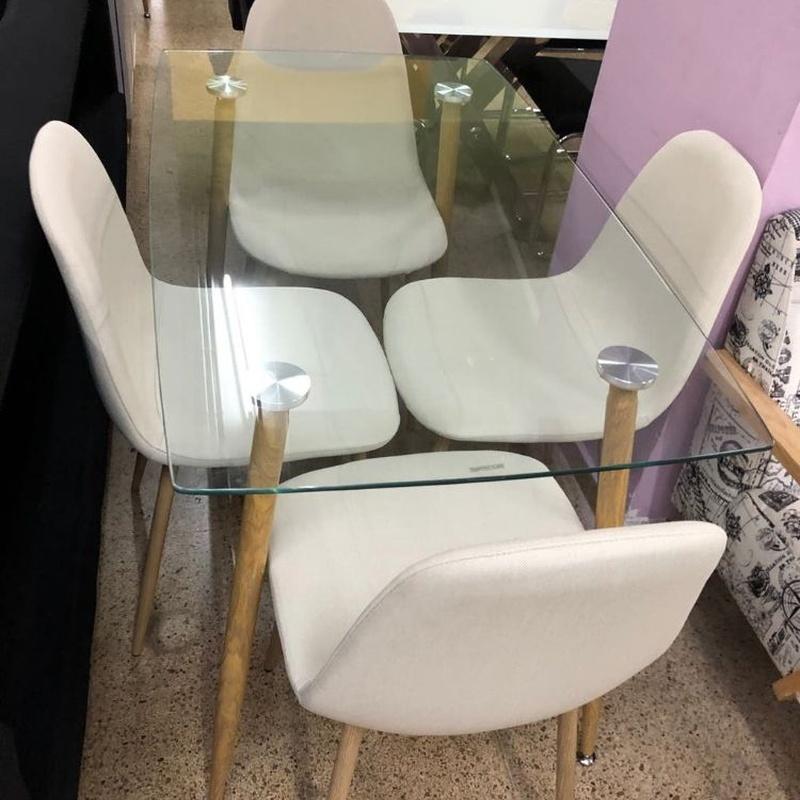 Mesa de cristal y 4 sillas beige: Productos de Remar Castellón