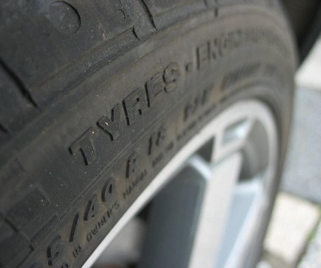 ¿Cuándo debo cambiar los neumáticos de mi coche?