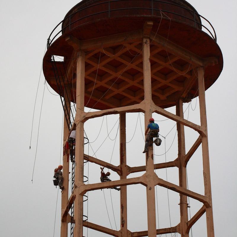Trabajos verticales estructura de hormigón armado en Torrelavega-Cantabria.