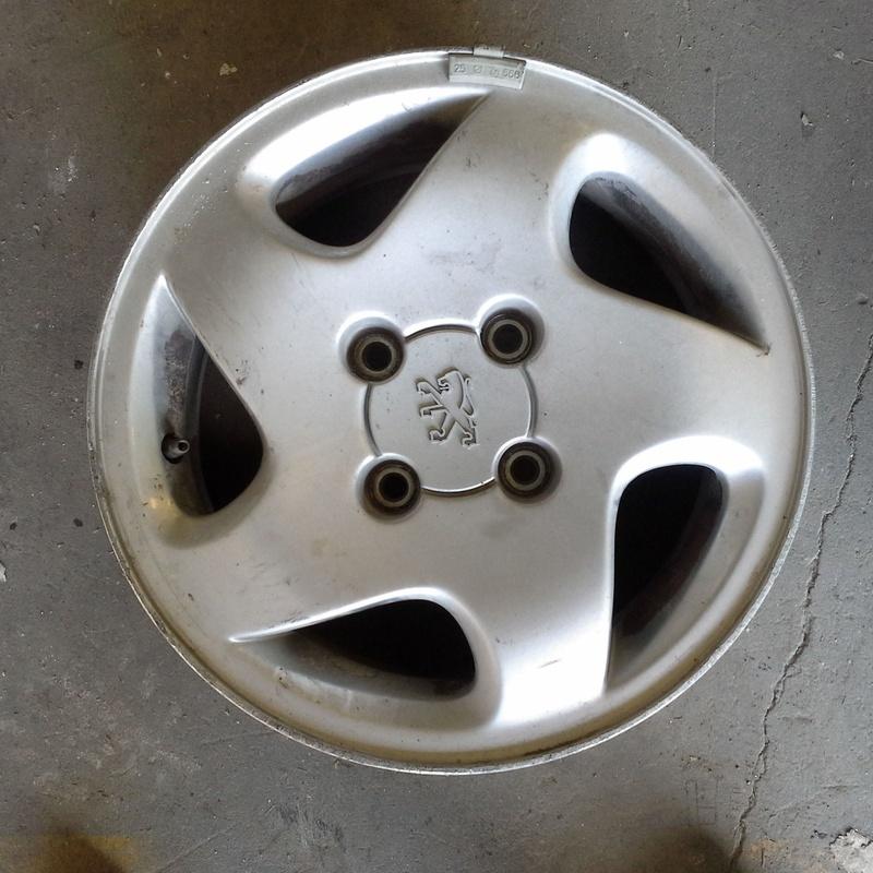 Llantas de aluminio de Peugeot en R-14 de 4 tornillos en desguaces Clemente de Albacete