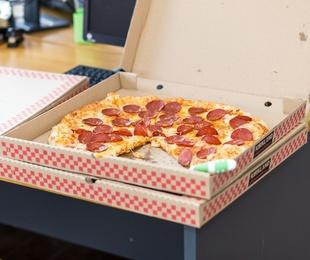 Los futbolistas y la pizza