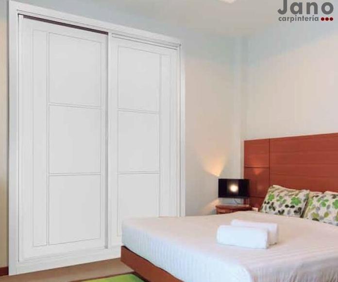 Modelo 939 Precioso armario a medida lacado en blanco ranurado en Madrid