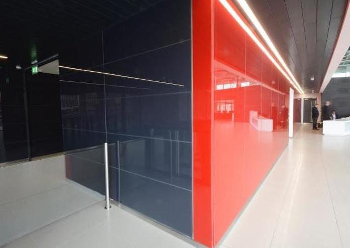 Revestimiento de pared con lacobel rojo