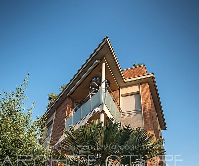 Edificio de  viviendas y aparcamientos.  Arquitecto Sitges  Barcelona: Proyectos  architectsitges.com de FPM Arquitectura
